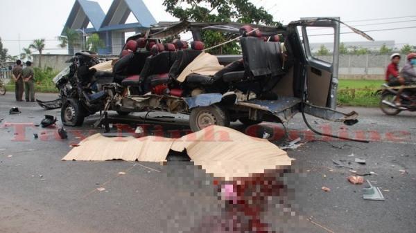 Tai nạn kinh hoàng: Xe khách đối đầu, 6 người tử vong 10 người bị thương