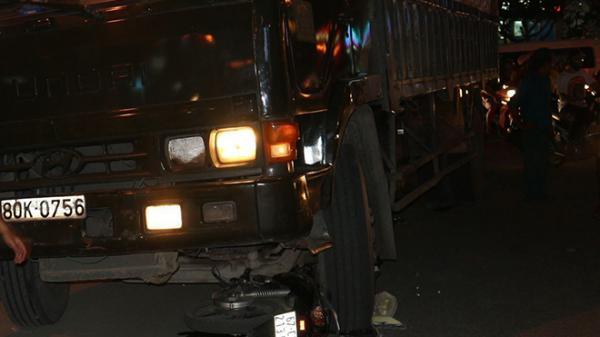 Xe tải cán nát xe máy ngay trung tâm TP. Long Xuyên