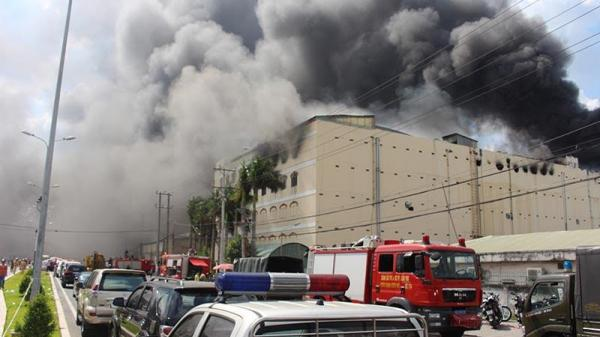 Công ty may Kwong Lung - Meko lại bốc cháy ở miền Tây