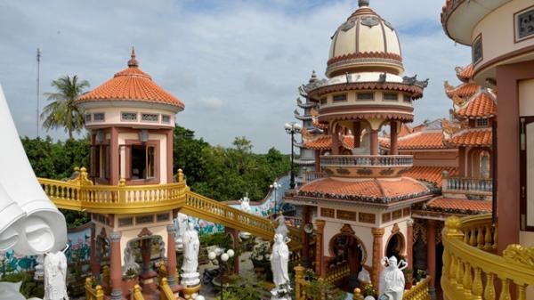 Quần thể tượng Phật An Giang: Tổ A Di Đà và 48 vị Bồ Tát Thánh Chúng ở Chùa Phước Thành được xác lập kỷ lục Việt Nam