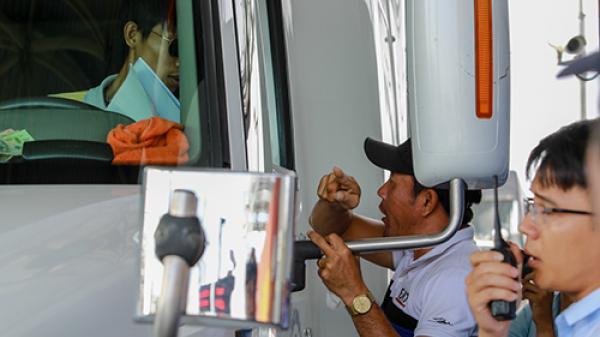 BOT Cai Lậy liên tục xả trạm, tài xế bị 'người lạ' hăm dọa