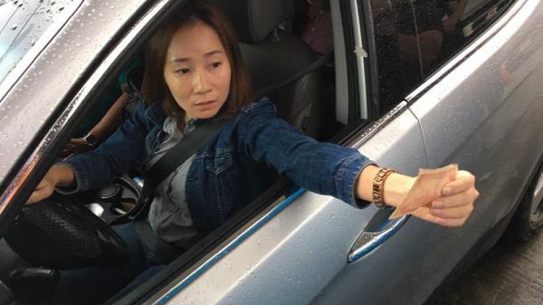 Nữ tài xế 'chơi lỳ' tại BOT Cai Lậy