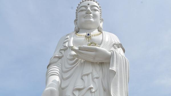 Ngôi chùa nổi tiếng có tượng Phật khổng lồ  tại An Giang