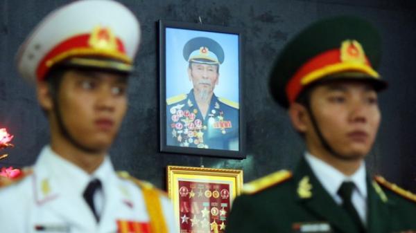 [Ảnh] Xúc động những người đồng đội tiễn đưa phi công huyền thoại Nguyễn Văn Bảy về đất mẹ