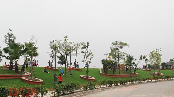Để công viên Hoàng Hoa Thám sạch đẹp người dân cần có ý thức hơn