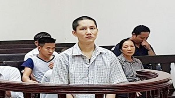 Nửa đêm thức dậy, đối tượng ở Bắc Giang cầm tạ 5kg đánh vào đầu đồng nghiệp