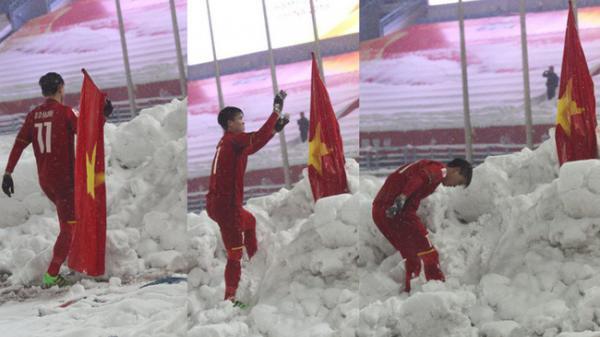 Duy Mạnh tiết lộ lý do về hành động cắm cờ Tổ quốc lên tuyết sau trận chung kết