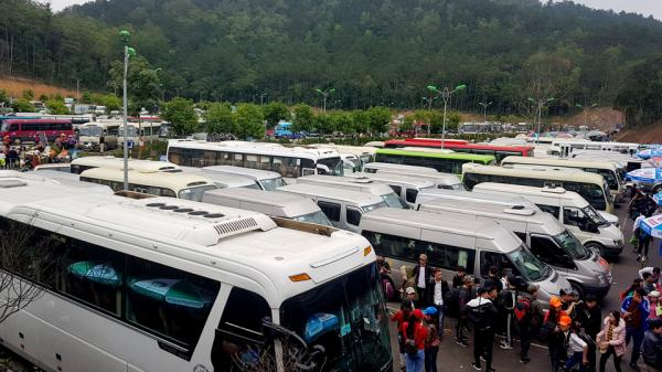 Đường lên Yên Tử tắc gần 4 km