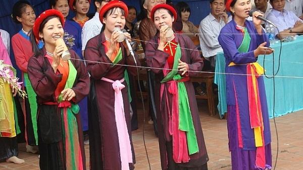 Độc đáo việc dùng ống tre, sợi tơ để trao gửi câu hát của làng Hậu, Bắc Giang