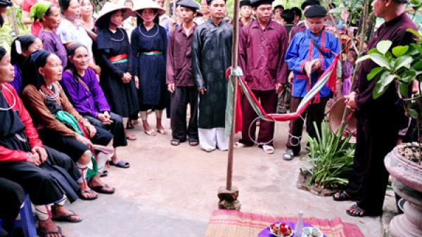 """Ông mối và tục """"bán đầu"""" lấy vợ trong hôn nhân của người Sán Chay ở Bắc Giang"""