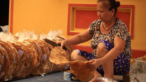 Nghề làm bánh đa ở ngôi làng gốm cổ nổi tiếng đất Bắc Giang