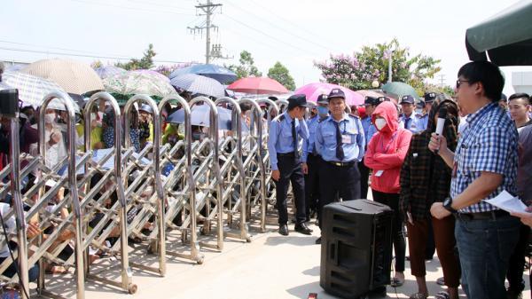 Bắc Giang: Công nhân Công ty TNHH Crystal Martin vẫn chưa đi làm trở lại