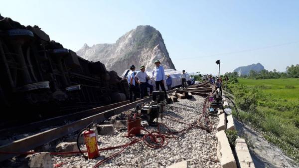 MỚI NHẤT từ hiện trường t.ai nạn tàu hỏa khiến 2 người c.hết, nhiều người bị thương