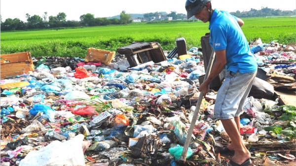 Câu chuyện về lão nông 62 tuổi ở Bắc Giang hơn 20 năm tự nguyện vớt rác