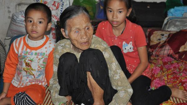 Xót thương cảnh mẹ đơn thân nguy k.ịch, 2 ông bà già yếu, 2 đứa trẻ chỉ biết khóc ở Hưng Yên
