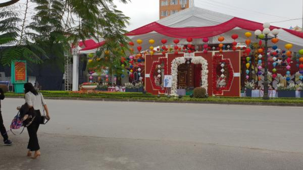 Hưng Yên: Đám cưới chiếm đường, dài 100 mét, hơn 1000 chỗ ngồi ngay cạnh UBND tỉnh