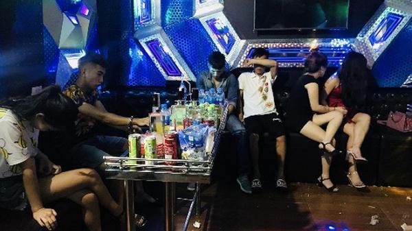 Phát hiện đối tượng Bắc Giang và đồng bọn dùng m.a tú.y trong quán karaoke chào năm mới