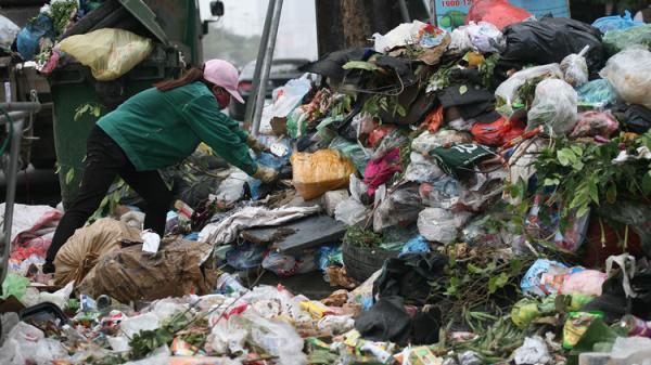 Hình ảnh bãi rác LỚN NHẤT thủ đô Hà Nội khiến dân Sóc Sơn chặn đường