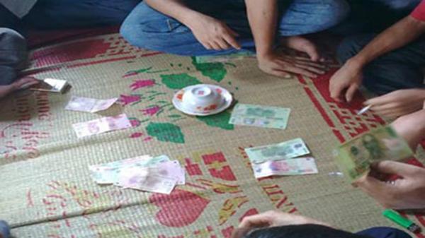 Lạng Giang (Bắc Giang): Triệt ph.á s.ới bạc trong kho chứa hàng, bắt giữ 16 đối tượng