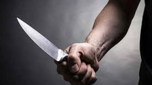 Khóa trái cửa cãi nhau, chồng dùng dao đ.âm vợ tr.ọng thương