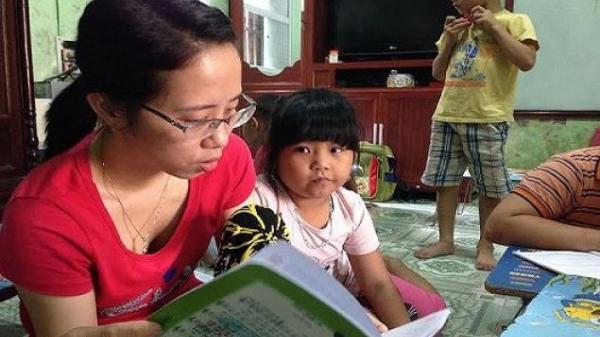 Cảm động người phụ nữ Hưng Yên bị bệnh tim, đôi chân không đi được vẫn dạy miễn phí cho hơn 100 trẻ nhỏ