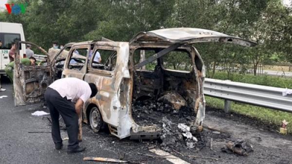 Hưng Yên: Phát hiện t hi thể trong ô tô bốc cháy dữ dội trên cao tốc