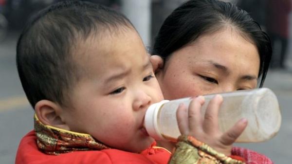 Xuất hiện sữa lạ cho trẻ em uống ở các trường mầm non
