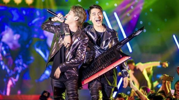 Bắc Giang ơi, tối nay Jack & K-Icm hát hit tại quê mình khiến SVĐ tỉnh nhà bùng nổ với những siêu hit
