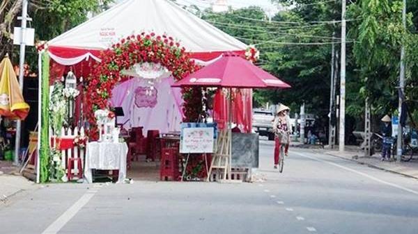 Dựng rạp đám cưới giữa đường sẽ bị phạt 3 triệu đồng