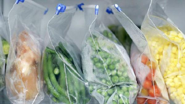 """Đựng thực phẩm vào túi ni lông rồi nhét tủ lạnh: Bạn đang tự tay """"giết chết"""" chính mình mà không hay biết"""