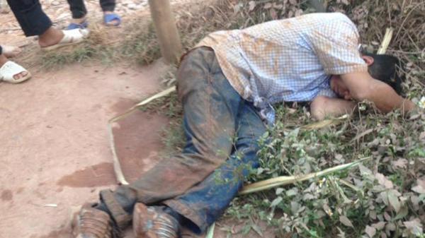 Bắc Giang: Hai người đàn ông trộm gà bị dân đánh gục trên đường