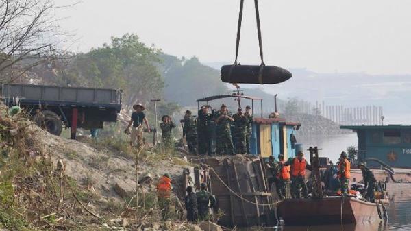 Di dời quả bom chứa 1 tấn thuốc nổ gần cầu Long Biên về Bắc Giang để hủy nổ