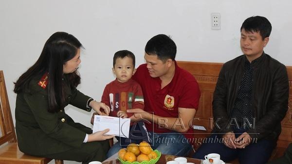 Bắc Kạn: Chung tay giúp đỡ cháu bé mắc bệnh thiếu máu tan máu bẩm sinh di truyền