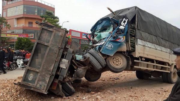 Bắc Kạn:Kinh hoàng hai ô tô tải đâm trực diện, nhiều người thương vong