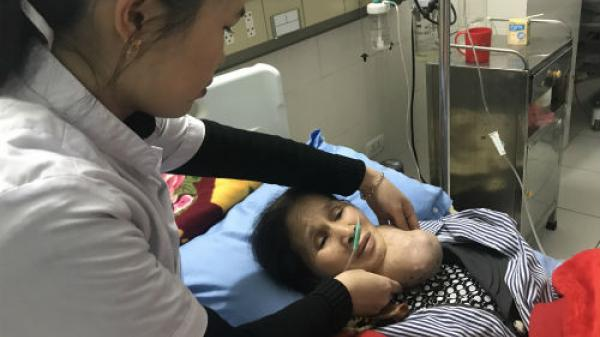 Bắc Kạn: Xót xa cảnh mẹ mang khối u 'khủng' phải duy trì sự sống nhờ tiền trợ cấp của con trai dị tật bẩm sinh