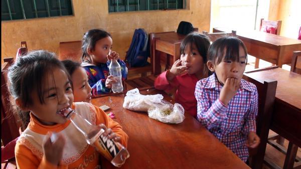 """Bắc Kạn: Tình trạng sức khỏe của 10 học sinh """"mắc bệnh lạ"""" bây giờ ra sao?"""