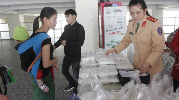 Bắc Kạn: Suất cơm từ thiện ấm lòng bệnh nhân nghèo