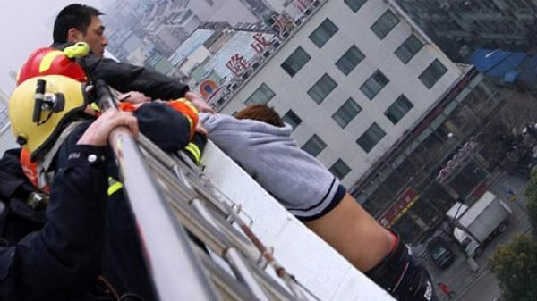 Bắc Kạn: Nam thanh niên nhảy lầu tự tử