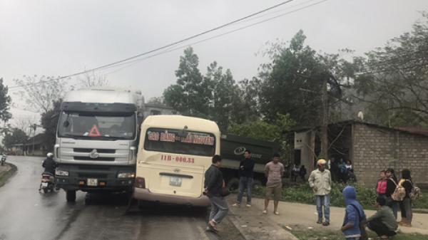 Bắc Kạn: Tai nạn xe khách kinh hoàng khiến hàng chục người bị thương