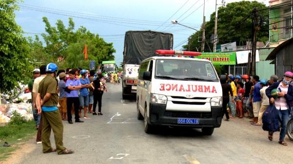 Tháp Mười (Đồng Tháp): Người đàn ông ngồi phía sau bất ngờ ngã ra đường, xe tải cán tử vong