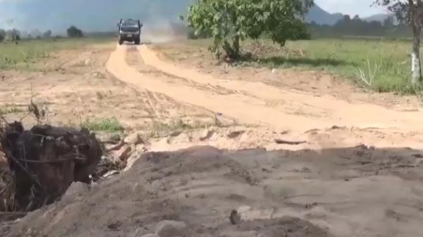 Bắt quả tang doanh nghiệp lấy cát núi 'chui' tại An Giang
