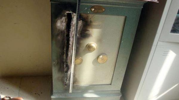 An Giang: Nam kế toán chiếm đoạt hơn 1 tỷ đồng rồi phóng hỏa đốt tủ đựng tiền