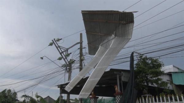 An Giang: Mưa, giông lốc tiếp tục hoành hành gây thiệt hại nhà dân