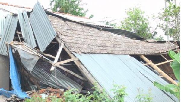 Đồng Tháp: Mưa giông làm hàng chục căn nhà sập và tốc mái