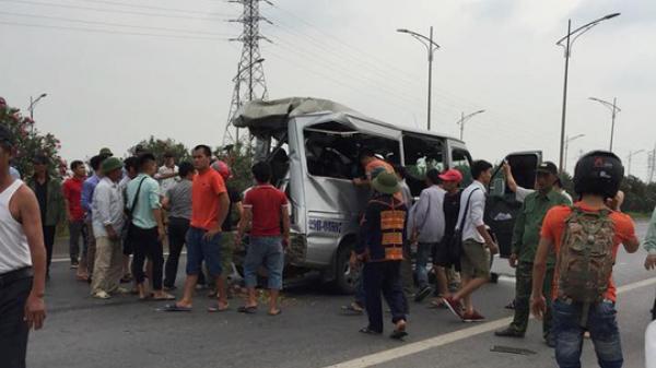 Xe khách văng xa trăm mét sau cú đâm của xe tải, 2 người t.ử v.o.n.g, 10 người bị th.ư.ơ.ng cấp cứu tại bệnh viện Bắc  Ninh và Bắc Giang