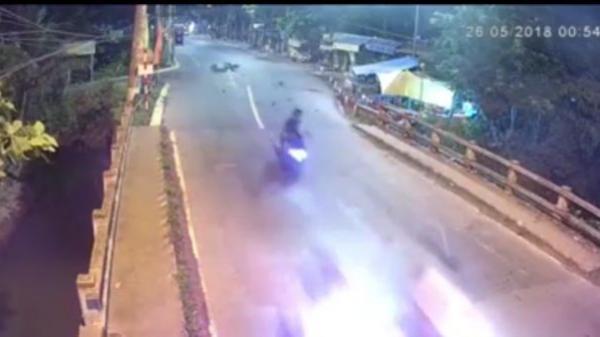 Đồng Tháp: Thanh niên phóng xe tông người phụ nữ bay thành cầu tử vong