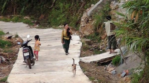 Xót xa  2 mẹ con cô giáo bị đá lở vùi lấp trên đường đi tìm bò