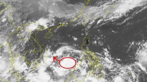 Áp thấp trên biển Đông gây mưa dông lớn, có khả năng xảy ra tố lốc