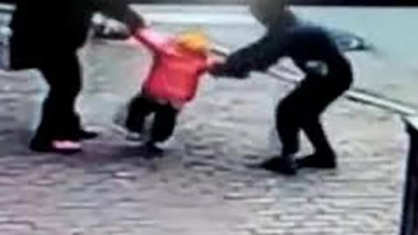 Tuyên Quang: Dừng xe hỏi đường sau khi đi nhậu về, giám đốc doanh nghiệp bị dân đánh bầm dập