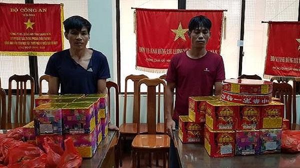 Nóng: Bắt khẩn cấp hai đối tượng người Tuyên Quang vác trên 52 kg pháo nổ từ biên giới về tiêu thụ